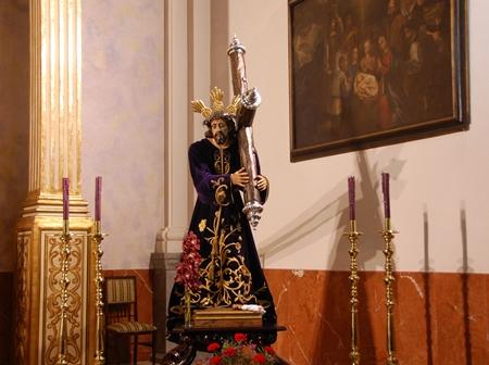 COLOCADA DE NUEVO LA CRUZ A LA IMAGEN DE JESÚS NAZARENO
