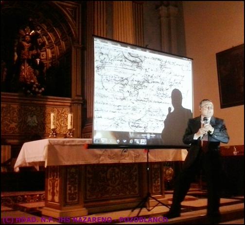 Juan Aranda presenta la firma de fray Juan de Antrueno. Foto, Antonio Manuel Caballero