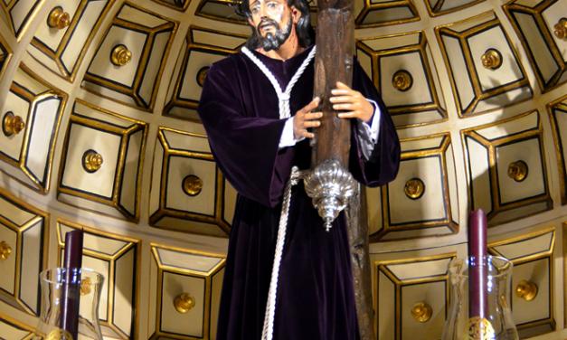 JESÚS NAZARENO ES CAMBIADO DE TÚNICA PARA EL ADVIENTO